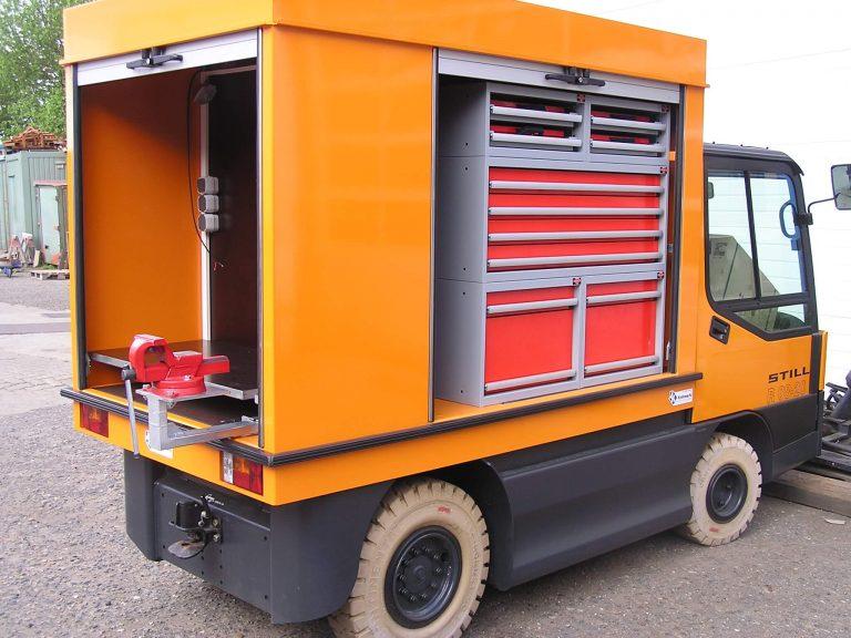 Werkstattinnenausbau auf Elektrofahrzeug - Montagefahrzeug