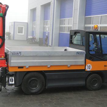 Kranmontage mit Vierfachabstützung an einem Elektrofahrzeug2