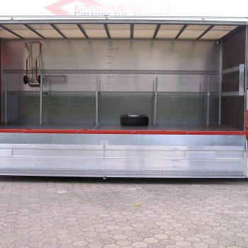 Steckrohrsystem vom Ladeboden zur Seitenwand zum Transport von Langmaterial