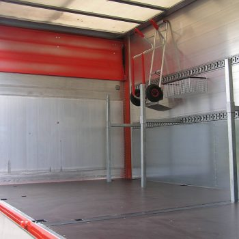 Steckrohrsystem vom Ladeboden zur Seitenwand zum Transport von Langmaterial2