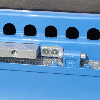 gelochter Außenrahmen mit Aluminiumvollmaterial als Gabelstaplerrammschutz